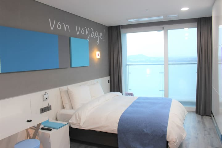 Jeju Oreum & Sea Deluxe Double (Ocean View)