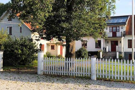 Lägenhet på Lantgård med vackert Spa