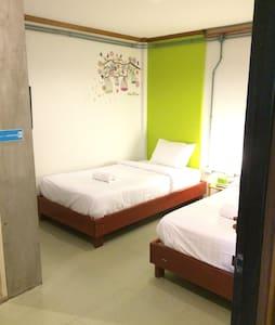 Twin bed room - Khuekkhak - Apartment