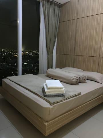 Clean, convenience bedroom