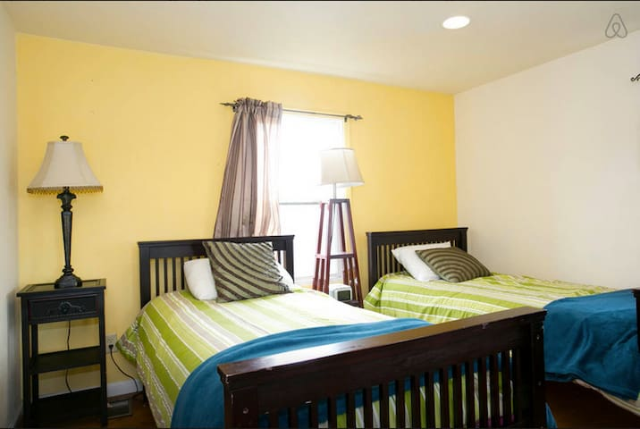 *Comfy 2 Twin Beds with Patio View (R2)