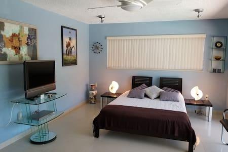 Private Room in Miami Aventura Luxury Home