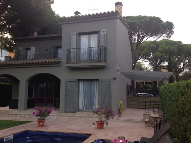 House w/pool, at 100m calella beach - Calella de Palafrugell - House