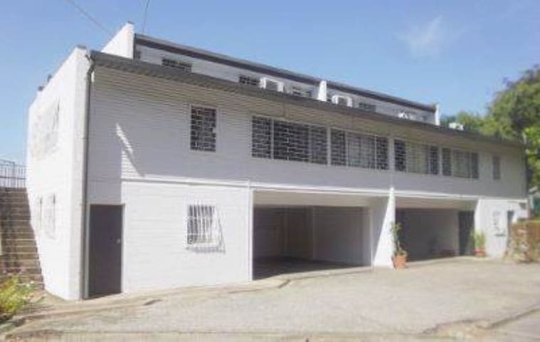 Large Townhouse in Exclusive Suburb - Port Moresby