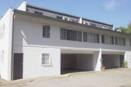 Large Townhouse in Exclusive Suburb - Port Moresby - 公寓