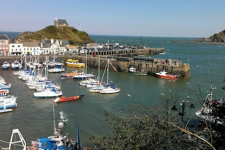 ILFRACOMBE for surfers and cyclists