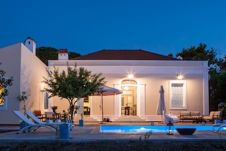 Villa Pyrgo with Swimming Pool - Ialisos, Rhodos