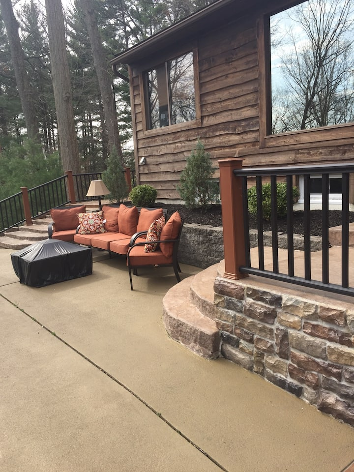 1 Room in Beautiful Home Akron, OH