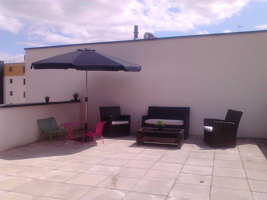 Terrasse 70m très agréable Soleil toute la journée