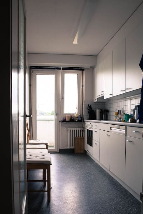 Room with desk wifi 20min from center by tram apartamentos en alquiler en z rich cant n de - Apartamentos zurich ...