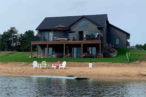 Secluded Cottage on Private Lake near WI Dells