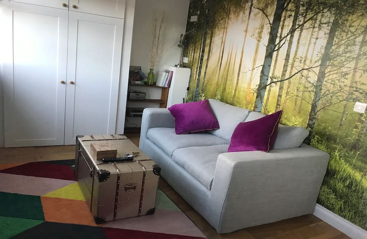 1 bed apartment in loft, close to Science Park