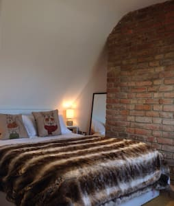 Cosy, quirky loft ensuite room - Amberley
