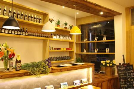 Cozy Hostel at LongJi Rice Terraces(Queenbed Room) - Bed & Breakfast