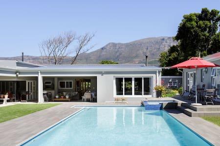 Gorgeous Poolside Garden Suite in the Constantia Winelands