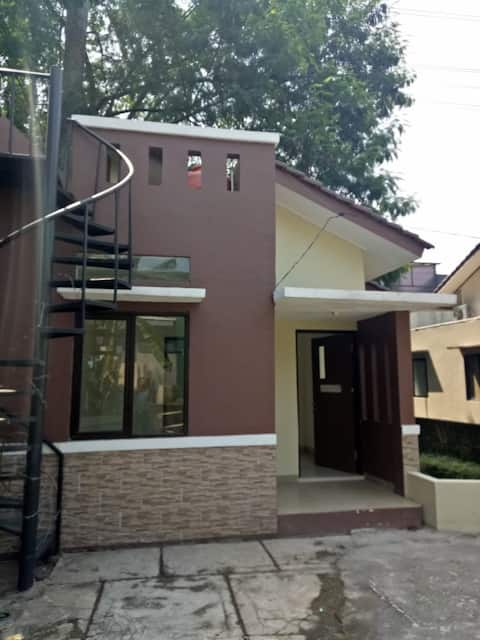 green & cozy house in Ciputat Timur Near Fatmawati