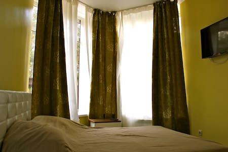 Уютный номер рядом с морем, соснами - 단독주택