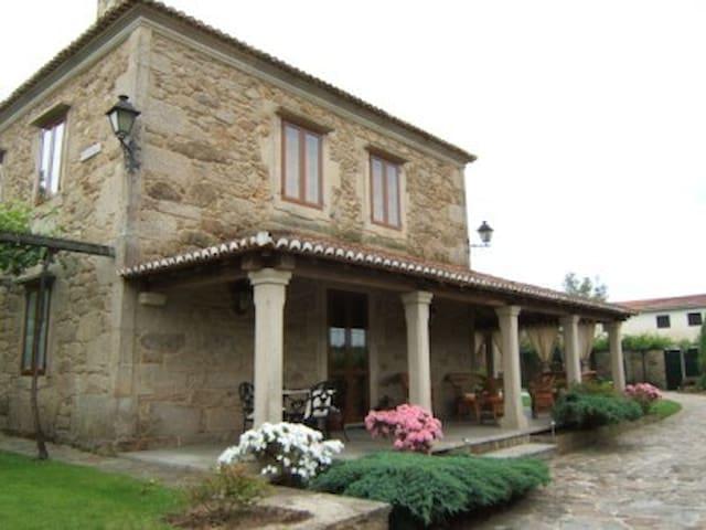 Antiguo caserón a 15 km de Santiago - Santa Cruz de Ribadulla - Hus