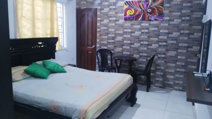 Habitación cómoda y excelente ubicación
