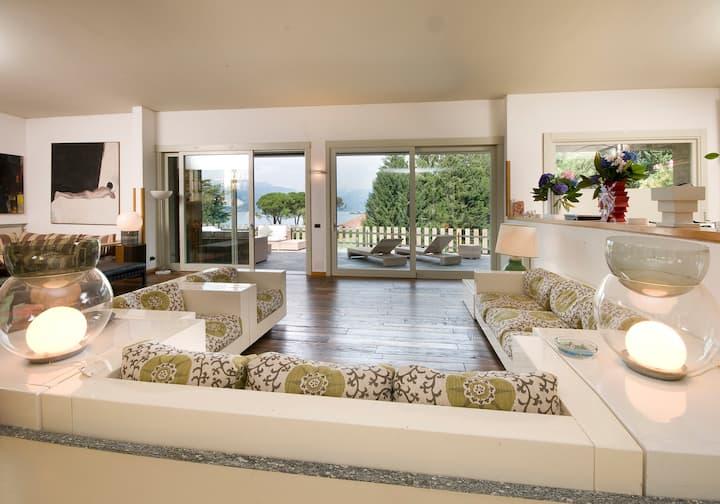 villa su lago maggiore con piscina