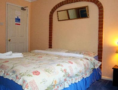 Lovely Room , Sleeps 2 Persons - West Sussex