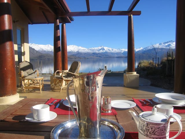 Lakeside Luxury Guest Suite, with private entry - Wanaka - Huis