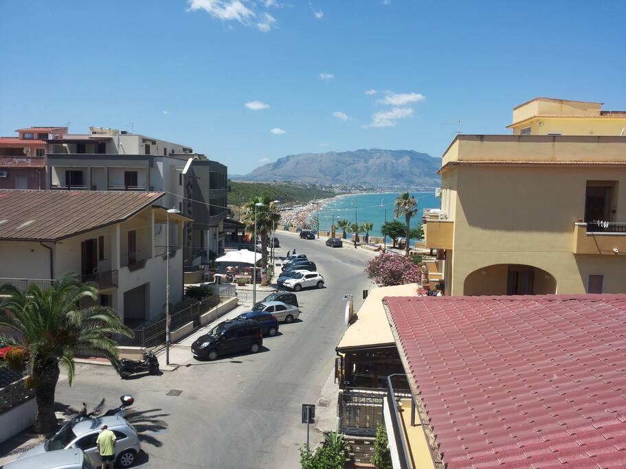 Veduta dal balcone con vista mare