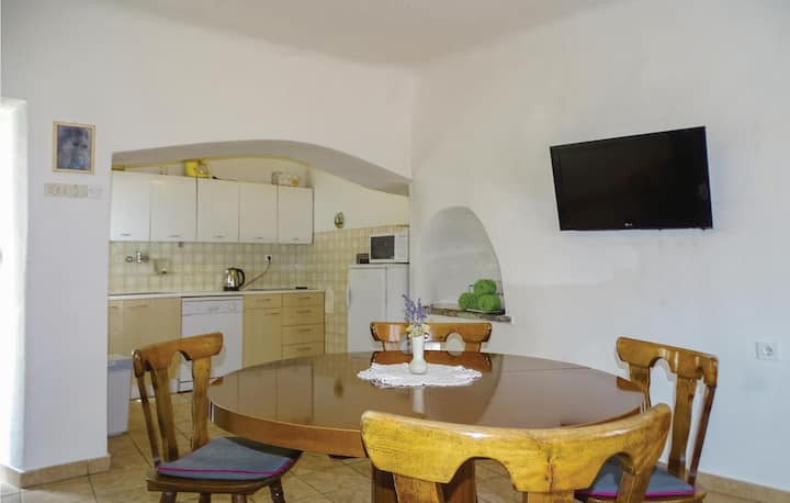 Stunning home in Stanjel with WiFi and 2 Bedrooms