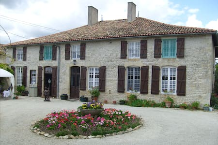 beautiful tranquil  quite location  - Chef-Boutonne - House