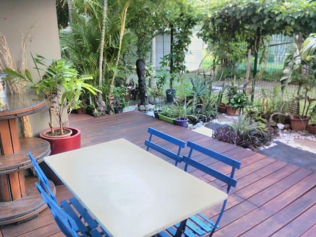 Très bel F2 à Anse Vata, rez de jardin privatif