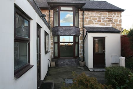 Cottage, Wrexham-3 bedrooms, 6 guests - Johnstown