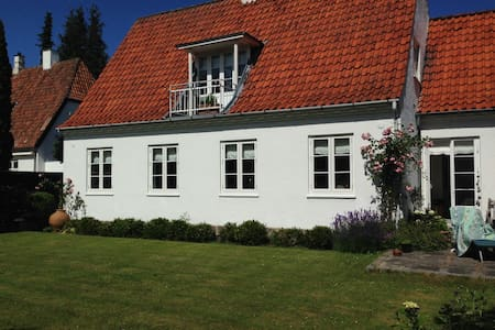 Smukt hus m. stor have nord for KBH - Charlottenlund
