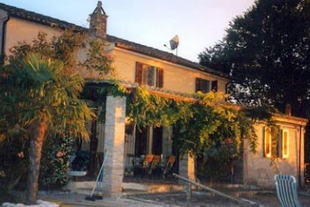 Wunderschöne rustikale Villa - Provincia di Pesaro e Urbino - วิลล่า