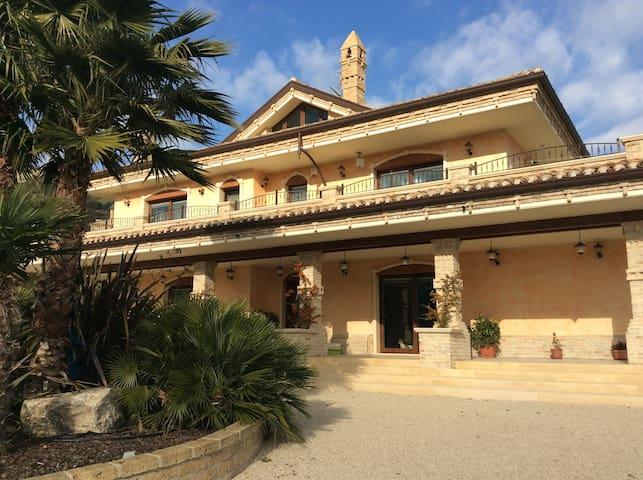 Villa Civita con vista mare - Colonnella
