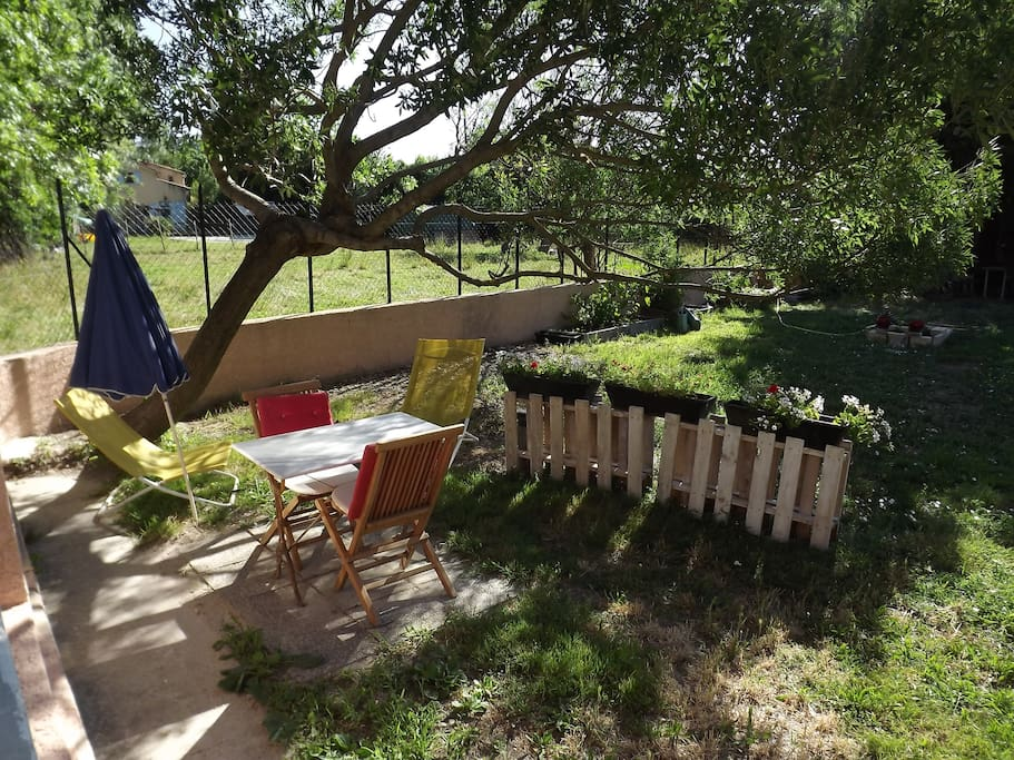Appartement et coin jardin apartments for rent in for Entretien jardin villeneuve les avignon