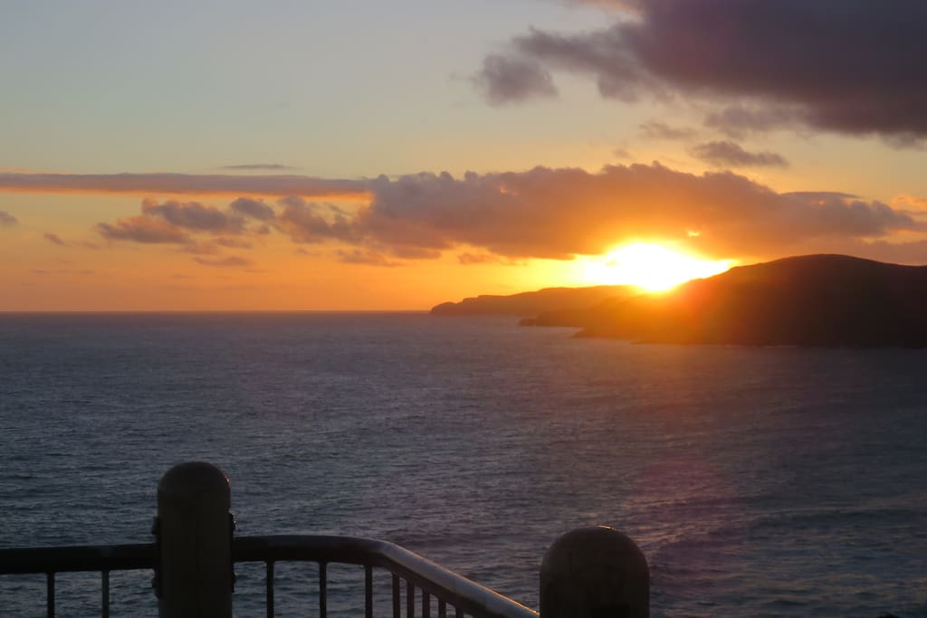 sun set from nugget point light house