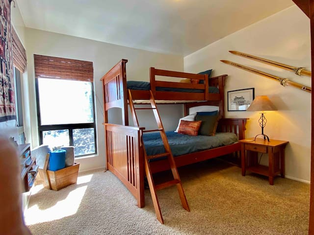 Second bedroom (Full and twin).