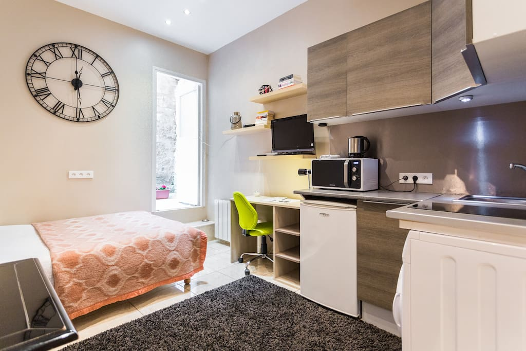 charmant studio centre bordeaux parking surdemande serviced apartments for rent in bordeaux. Black Bedroom Furniture Sets. Home Design Ideas