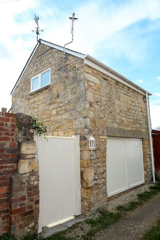 Detached Cotswold Stone Coach House - Cheltenham - Hus