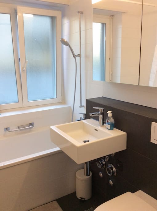 Clean and tidy bathroom