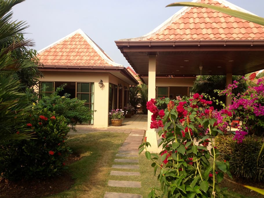 Family friendly villa in mae phim villas for rent in for Bedroom 77 rayong pantip