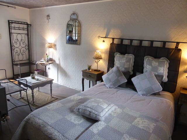 suite romance - Froidchapelle - Bed & Breakfast