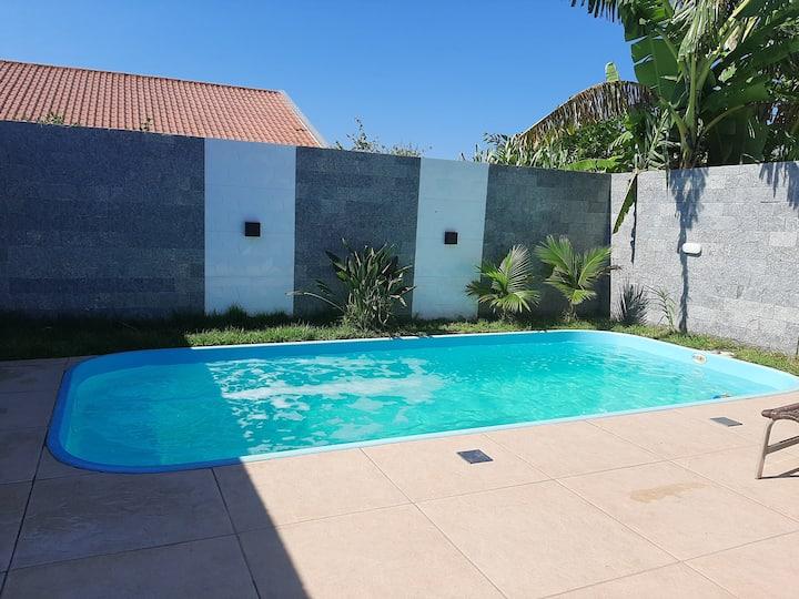 Casa com piscina próximo ao mar! ITAPOÁ