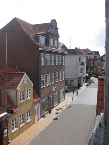 udsigt fra dit vindue, gaden - Tønder - Apartment