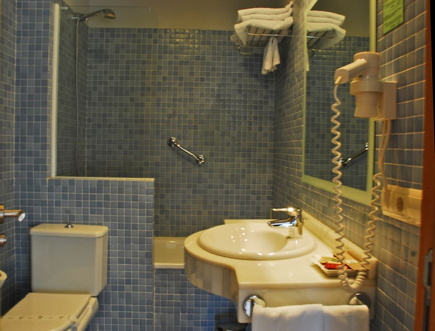 Baño completo con secador de pelo