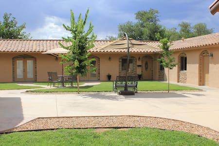N.Valley 3bed/2bath Rate Inclusive - Los Ranchos de Albuquerque - Hus