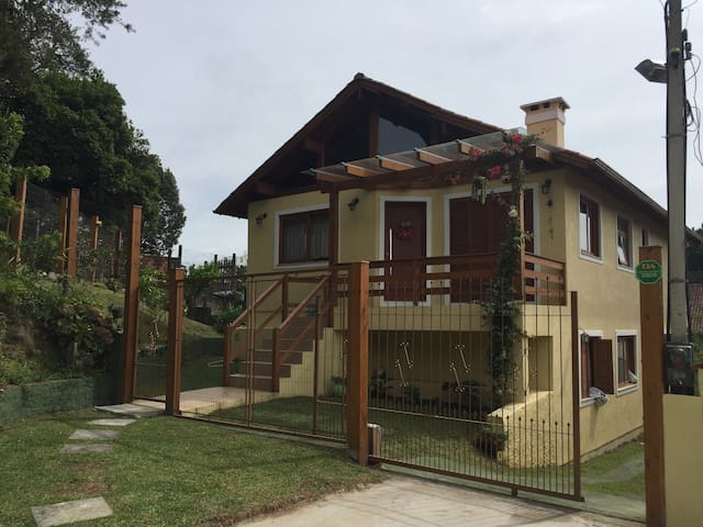 Casa Aconchegante em Ambiente Calmo e Familiar. - Canela - Dům