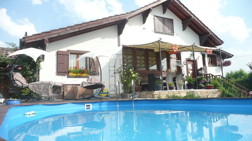 Great House with 4 bedrooms, a big garden and pool