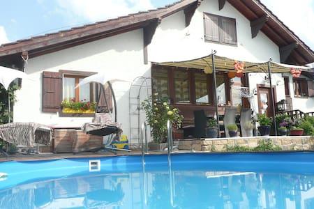 Maison 5 chambres jardin et piscine - Crans-près-Céligny - Haus