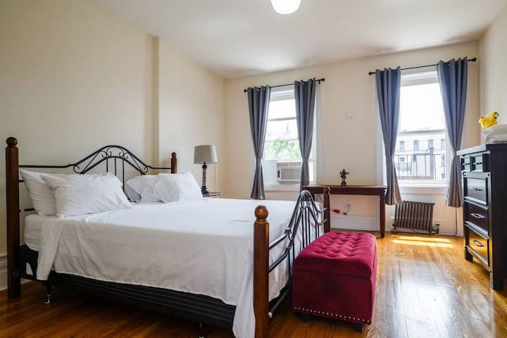 Private King bedroom, shared bath, spacious TH